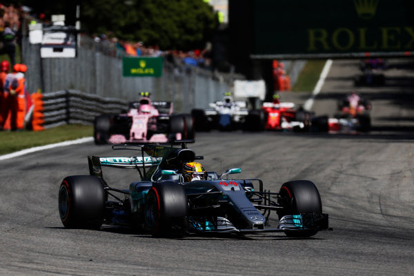 Autodromo Nazionale di Monza, Italy. Sunday 03 September 2017. Lewis Hamilton, Mercedes F1 W08 EQ Power+, leads Esteban Ocon, Force India VJM10 Mercedes, and Lance Stroll, Williams FW40 Mercedes, at the start of the race. World Copyright: Zak Mauger/LAT Images  ref: Digital Image _T9I9593