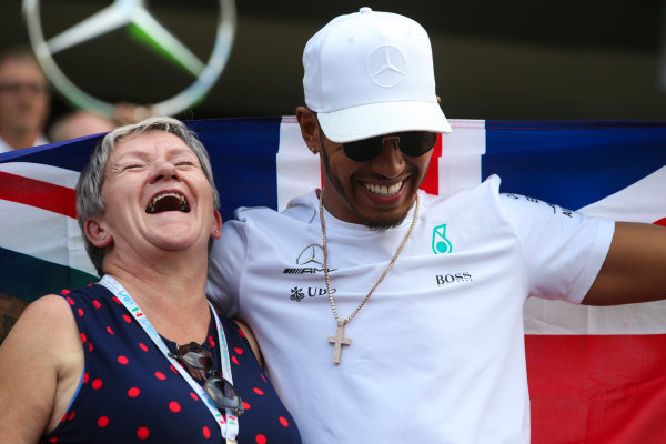Autodromo Hermanos Rodriguez, Mexico City, Mexico. Sunday 29 October 2017. Lewis Hamilton, Mercedes AMG, celebrates his fourth world title with his mother. World Copyright: Charles Coates/LAT Images  ref: Digital Image AN7T8281
