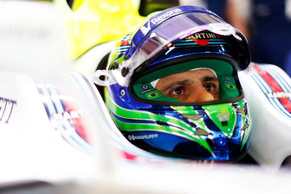 Autodromo Hermanos Rodriguez, Mexico City, Mexico. Friday 27 October 2017. Felipe Massa, Williams Martini Racing, in cockpit with helmet visor raised. World Copyright: Zak Mauger/LAT Images  ref: Digital Image _56I3961