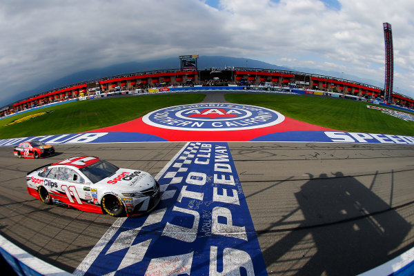 2017 Monster Energy NASCAR Cup Series Auto Club 400 Auto Club Speedway, Fontana, CA USA Sunday 26 March 2017 Denny Hamlin, Toyota Sport Clips Toyota Camry and Martin Truex Jr, Bass Pro Shops/TRACKER BOATS Toyota Camry World Copyright: Russell LaBounty/LAT Images ref: Digital Image 17FON1rl_5718