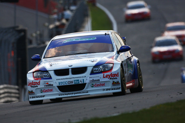 Brands Hatch, UK. 5th April 2009. Rds 1,2,3. Jonathan Adam, Motorbase BMW, leads race 3. Action.   World Copyright: Kevin Wood/LAT Photographic Ref: Digital Image IMG_9539a
