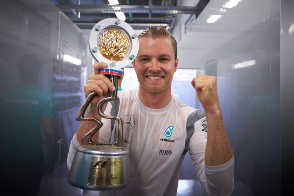 Sochi Autodrom, Sochi, Russia. Sunday 1 May 2016. Nico Rosberg, Mercedes AMG, 1st Position, celebrates with his trophy. World Copyright: Steve Etherington/LAT Photographic ref: Digital Image SNE27372