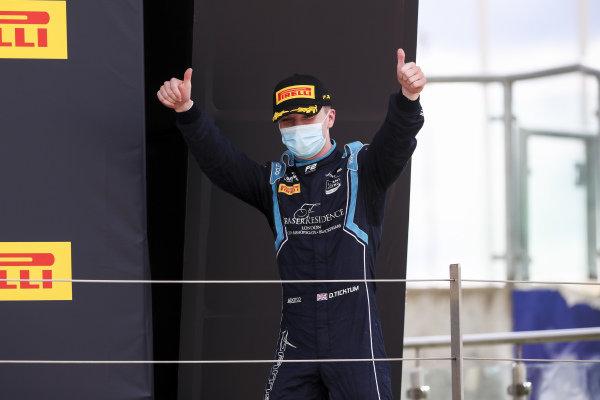 Race Winner Dan Ticktum (GBR, DAMS) celebrates on the podium