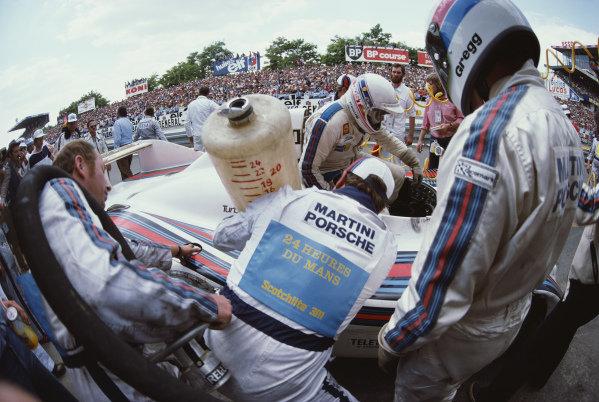 Hurley Haywood / Peter Gregg / Reinhold Jöst, Martini Racing Porsche System, Porsche 936/77 during a pitstop.