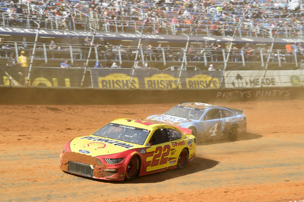 #22: Joey Logano, Team Penske, Ford Mustang Shell Pennzoil, #4: Kevin Harvick, Stewart-Haas Racing, Ford Mustang Busch Light