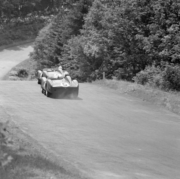 Dan Gurney / Cliff Allison, Ferrari 250 TR 59, follows Phil Hill / Olivier Gendebien, Ferrari 250 TR 59 Fantuzzi Spyder.