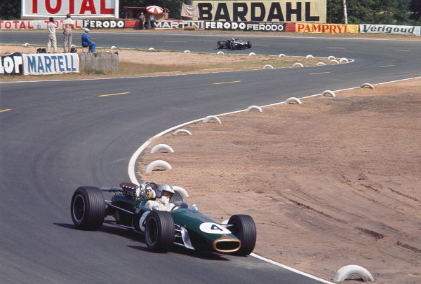 1967 French Grand Prix.Bugatti Circuit, Le Mans, France.30/6-2/7 1967.Denny Hulme (Brabham BT24 Repco) 2nd position.Ref-67 FRA 02.World Copyright - LAT Photographic