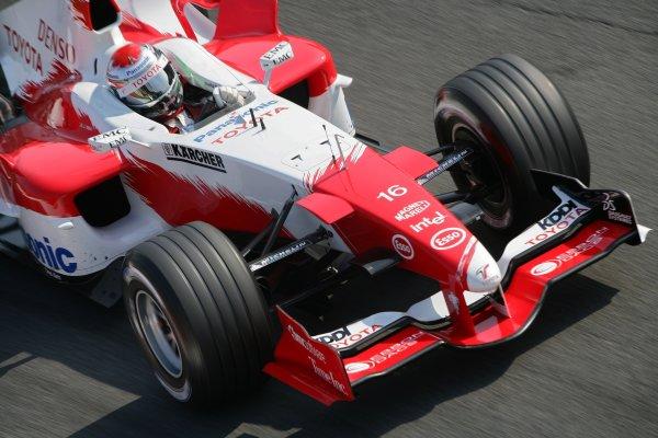 2005 Italian Grand Prix - Saturday Qualifying,Monza, Italy. 3rd September 2005 Jarno Trulli, Toyota TF105, action.World Copyright: Steve Etherington/LAT Photographic ref: 48mb Hi Res Digital Image