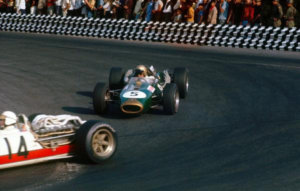 Mexico City, Mexico. 21-23 October 1966.  Jack Brabham (Brabham BT20 Repco) follows Ronnie Bucknum (Honda RA273).  Ref: 66MEX01. World Copyright: LAT Photographic