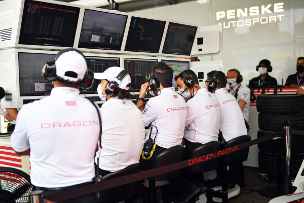 Jay Penske, Team Owner, Dragon Racing, with engineers in the garage