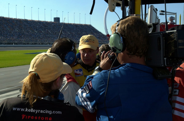 Mark Dismore talks with the media after being knocked out of the race y Eliseo Salazar.IRNLS Delphi Indy 300, 2 September,2001Chicagoland Speedway, Joliet,Ill. USA Copyright-F Peirce Williams 2001LATPHOTOGRAPHIC