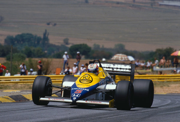 1985 South African Grand Prix.Kyalami, South Africa.17-19 October 1985.Nigel Mansell (Williams FW10 Honda) 1st position.Ref-85 SA 28.World Copyright - LAT Photographic