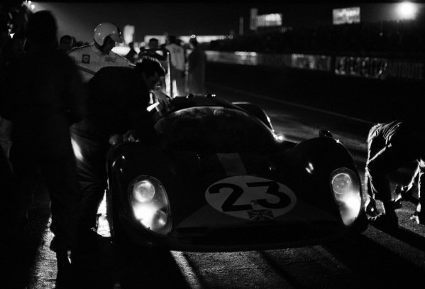 Pitstop during the night for the Richard Attwood / Piers Courage, Maranello Concessionaires, Ferrari 412P.