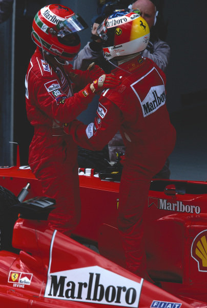 1999 Malaysian Grand Prix.Sepang, Kuala Lumpur, Malaysia. 15-17 October 1999.Eddie Irvine (Ferrari) 1st position, thanks his team mate Michael Schumacher, 2nd position for assisting in his win.Ref-99 MAL 74.World Copyright - LAT Photographic