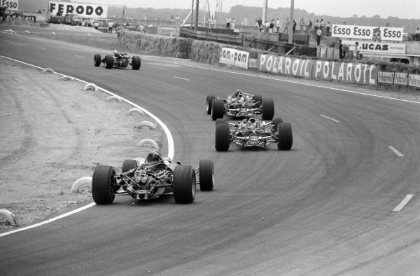 Jack Brabham, Brabham BT24 Repco leads Graham Hill, Lotus 49 Ford Jim Clark, Lotus 49 Ford, and Dan Gurney, Eagle T1G Weslake.
