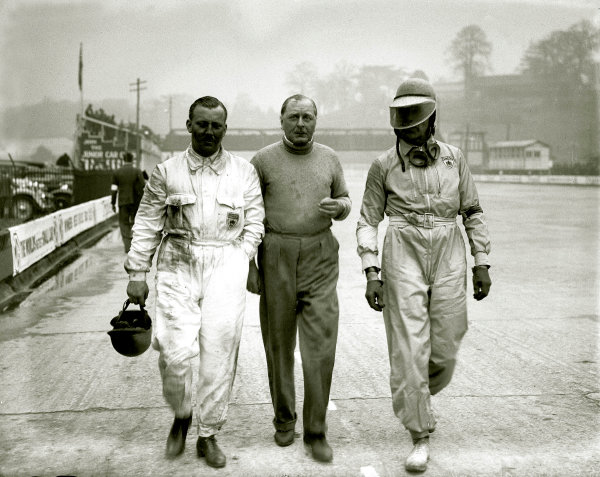 Brooklands, Great Britain.Left-to-right: Cyril Paul, Kaye Don and Earl Howe.Ref-Motor 801/133.World Copyright - LAT Photographic