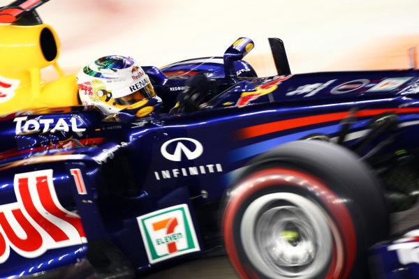 Marina Bay Circuit, Singapore.24th September 2011.Sebastian Vettel, Red Bull Racing RB7 Renault. Action. World Copyright: Andy Hone/LAT Photographicref: Digital Image CSP28469
