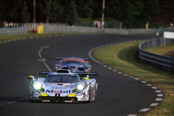 Le Mans, France. 6th - 7th June 1998.Jorg Muller/Uwe Alzen/Bob Wollek (Porsche 911 GT1-98), 2nd position, action. World Copyright: LAT Photographic.Ref: 98LM11.