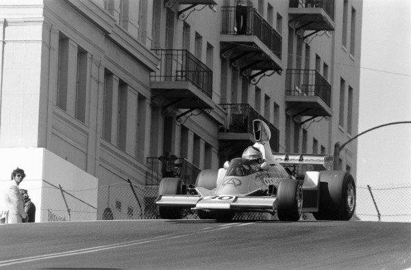 Long Beach, California, USA. 28 March 1976.Emerson Fittipaldi (Copersucar Fittipaldi FD04-Ford Cosworth). Ref-8430 #8A.World Copyright - LAT Photographic