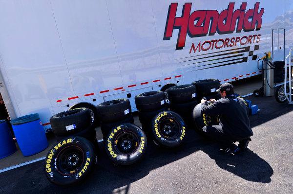 23-24 March, 2010, Concord, North Carolina  USAHendrick Motorsports crewman© 2010, LAT South, USALAT Photographic