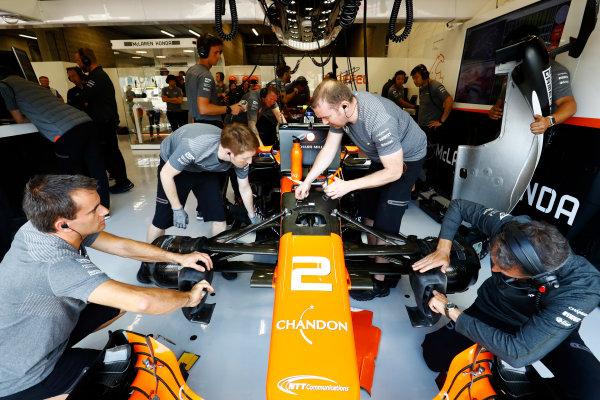 Spa Francorchamps, Belgium.  Friday 25 August 2017. McLaren mechanics work on the Stoffel Vandoorne, McLaren MCL32 Honda, in the garage in FP1. World Copyright: Steven Tee/LAT Images  ref: Digital Image _O3I0688