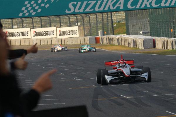 Rd 7 Suzuka, Japan. 6th - 7th November 2010.Race2, Winner Joao Paulo de Oliveira ( #19 Mobil1 TEAM IMPUL ) action.World Copyright: Yasushi Ishihara/LAT Photographic.Ref: 2010FN_R7_016.