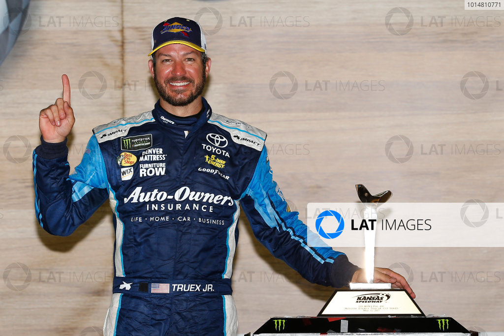 Monster Energy NASCAR Cup Series Go Bowling 400 Kansas Speedway, Kansas City, KS USA Sunday 14 May 2017 Martin Truex Jr, Furniture Row Racing, Auto-Owners Insurance Toyota Camry celebrates in victory lane  World Copyright: Russell LaBounty LAT Images ref: Digital Image 17KAN1rl_7955