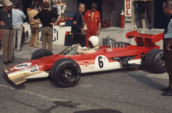 1969 Italian Grand Prix.  Monza, Italy. 5-7th September 1969.  John Miles, Lotus 63 Ford, in the pits.  Ref: 69ITA12. World Copyright: LAT Photographic