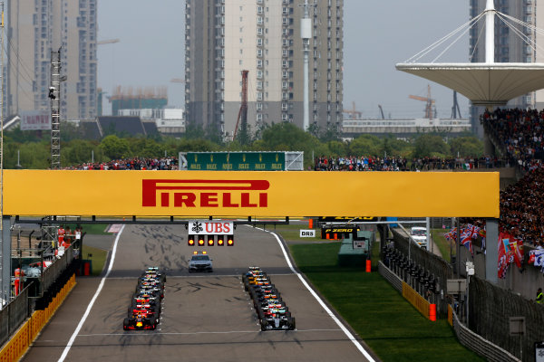 Shanghai International Circuit, Shanghai, China. Sunday 17 April 2016. The drivers wait for the lights to go out at the start. World Copyright: Sam Bloxham/LAT Photographic ref: Digital Image _R6T0926