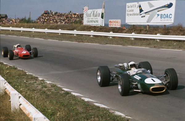 Watkins Glen, New York, USA. 30/9-1/10 1967. Jack Brabham (Brabham BT24-Repco) leads Chris Amon (Ferrari 312). Ref: 67 USA 12. World Copyright - LAT Photographic