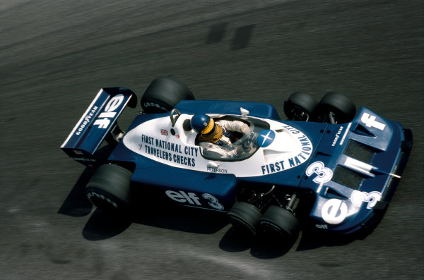 Monza, Italy. 11 September 1977. Ronnie Peterson (Tyrrell P34-Ford), 6th position, action.  World Copyright: LAT Photographic. Ref:  77ITA20