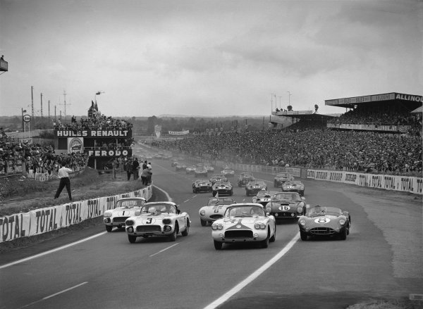 Le Mans, France. 25th - 26th June 1960 Start of the race, action. World Copyright: LAT Photographic Ref:  Autocar Glass Plate C59056.