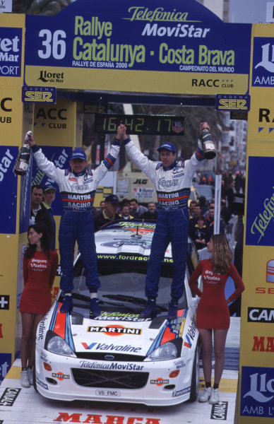 FIA World Rally ChampsCatalunya Rally, Spain. 30/3-2/4/2000Colin McRae and co-driver Nicky Grist celebrate victory on the podium. Portrait.photo: World - McKleintel: (+44) 0208 251 3000e-mail: digital@latphoto.co uk35mm Original Image.