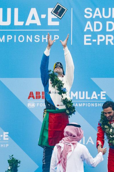 Antonio Felix da Costa (PRT), BMW I Andretti Motorsports celebrates victory on the podium, throwing his trophy into the air