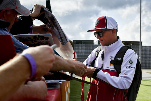Kimi Raikkonen, Alfa Romeo Racing signs an autograph for a fan