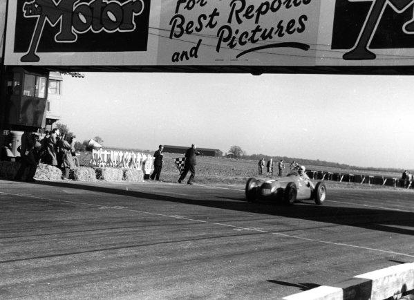 1950 British Grand Prix. Silverstone, England. 11-13 May 1950. Giuseppe Farina (Alfa Romeo 158) 1st position in the first World Championship Grand Prix. World Copyright - LAT Photographic
