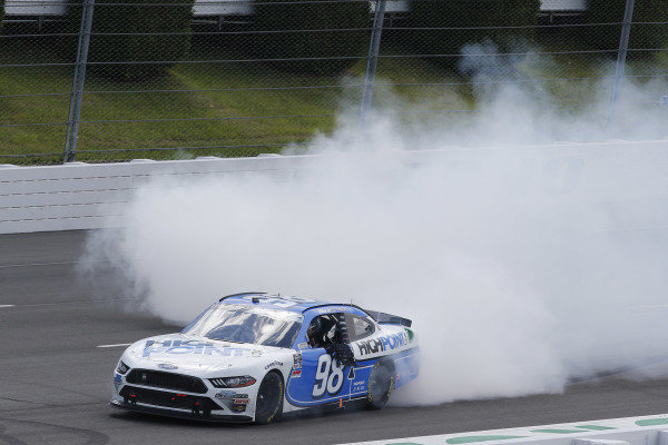 #98: Chase Briscoe, Stewart-Haas Racing, Ford Mustang Highpoint.com celebrates his win