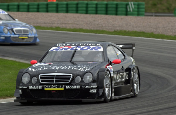 2000 DTM Championship.Sachsenring, Germany.6 August 2000. Rd 5/10.Veteran Klaus Ludwig leads Peter Dumbreck (both Mercedes-Benz CLK). They finished in 1st and 2nd positions in both races.World - Hardwick/LAT Photographic
