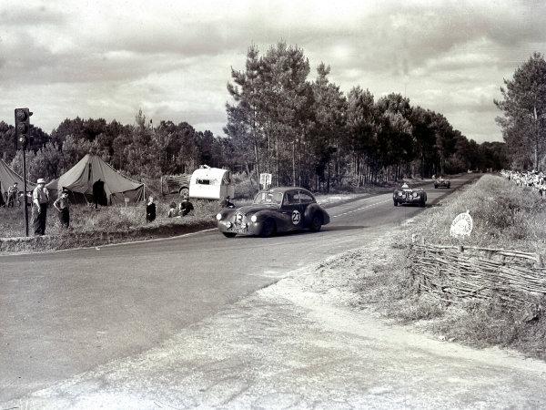 1950 Le Mans 24 hours.Le Mans, France. 24-25 June 1950.Nigel Mann/Mortimer Morris-Goodall (Healey Saloon) leads Peter Whitehead/John Marshall and Peter Clark/Nick Haines (both Jaguar XK120).Ref-Motor 732/6.World Copyright - LAT Photographic