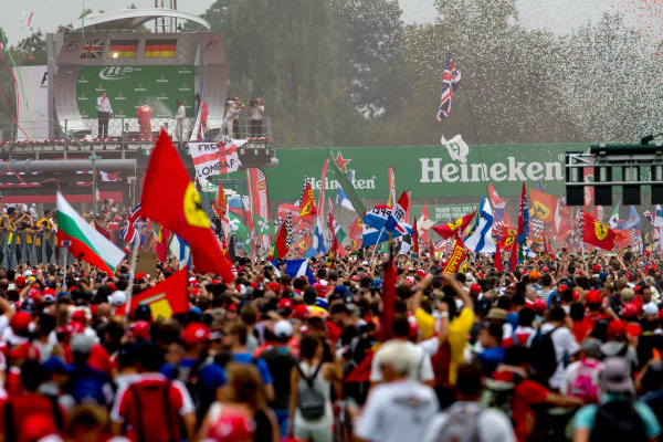 Autodromo Nazionale di Monza, Italy. Sunday 4 September 2016. A huge crowd of fans gather for the podium celebrations. World Copyright: Zak Mauger/LAT Photographic ref: Digital Image _X0W7123