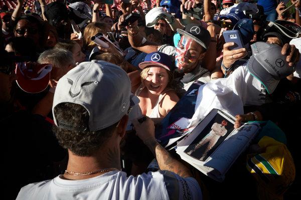 Circuit of the Americas, Austin Texas, USA. Saturday 22 October 2016. Lewis Hamilton, Mercedes AMG, signs autographs for fans. World Copyright: Steve Etherington/LAT Photographic ref: Digital Image SNE10062