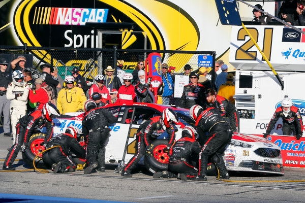 23-25 September, 2016, Loudon, New Hampshire USA Ryan Blaney pit stop ?2016, Russell LaBounty LAT Photo USA