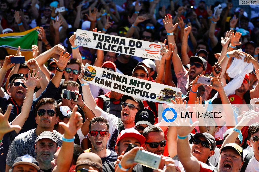 Interlagos, Sao Paulo, Brazil. Sunday 12 November 2017. Fans of Ayrton Senna and Lewis Hamilton, Mercedes AMG. World Copyright: Glenn Dunbar/LAT Images  ref: Digital Image _31I4179