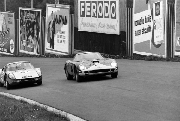 Spa-Francorchamps, Belgium. 16th May 1965. Rd 8.Mike Salmon (Ferrari 250 GTO 64), 6th position, passes Roy Vost (Porsche 904 GTS), retired, action. World Copyright: LAT Photographic.Ref:  1016 - 10A.