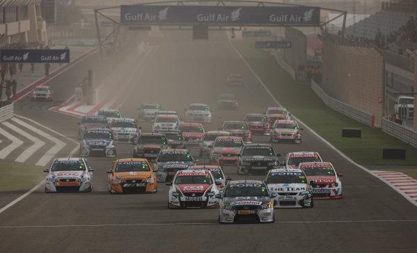 Round 2 - Gulf Air Desert 400Bahrain International Circuit, Sakhir, Bahrain.24th - 27th Febraury 2010.Race 2 start.World Copyright: Mark Horsburgh/LAT Photographicref: Digital Image Race 2 Start-EV02-10926