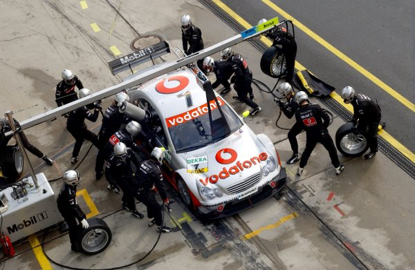 2005 DTM Championship Nurburgring, Germany. 6th - 7th August 2005Bernd Schneider (AMG-Mercedes C-Klasse). Overhead Pitstop.World Copyright: Andre Irlmeier / LAT Photographic ref: Digital Image Only