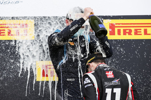 Race Winner Dan Ticktum (GBR, DAMS) and Louis Deletraz (CHE, CHAROUZ RACING SYSTEM) celebrate on the podium with the champagne