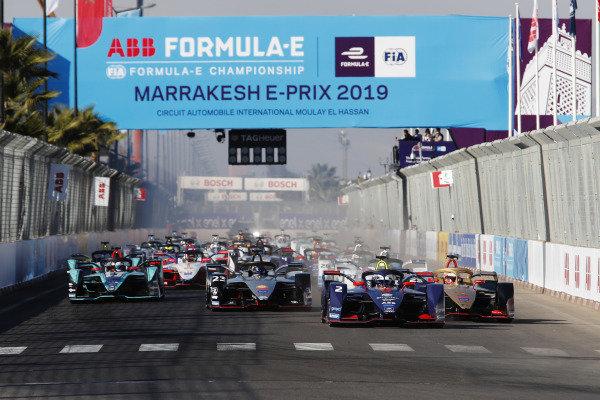 Sam Bird (GBR), Envision Virgin Racing, Audi e-tron FE05, leads Jean-Eric Vergne (FRA), DS TECHEETAH, DS E-Tense FE19, at the start of the race.
