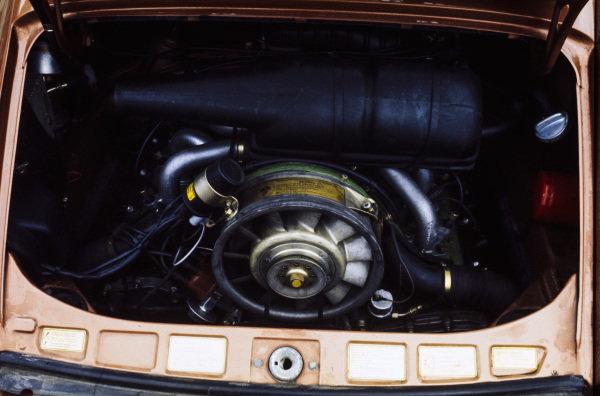 Porsche 911S 2.7 litre engine