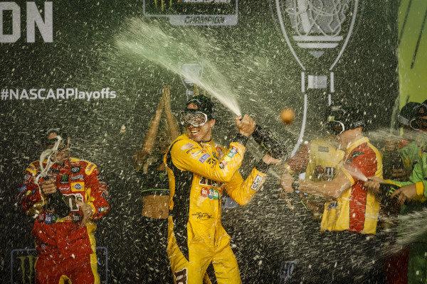 Champion #18: Kyle Busch, Joe Gibbs Racing, Toyota Camry M&M's, podium, champagne